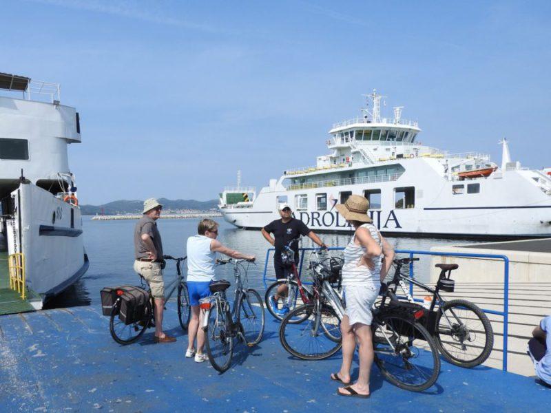met de boot naar eiland Ugljan