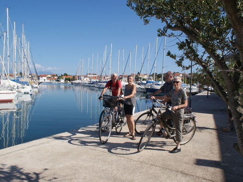 eiland Uglajn, fietseiland, Marine