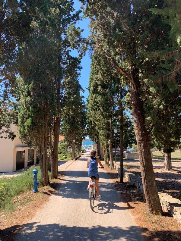 fietsen door de dorpen van Ugljan