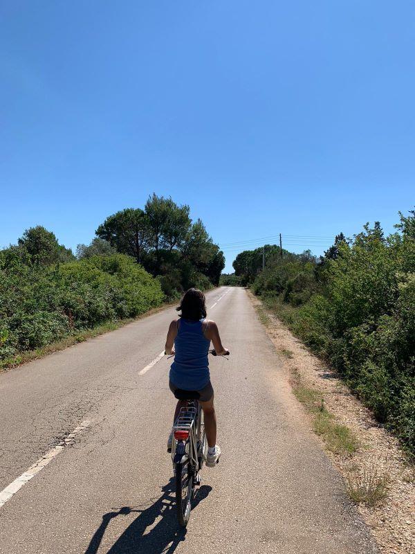 fietsen op eiland Ugljan, langs de weg