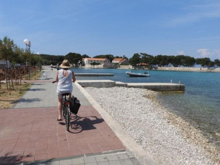 fietsen naar het klooster van Ugljan