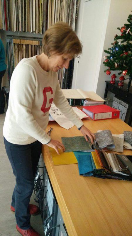 kiezen van de stoffen voor de kamers van Kuca Bajlo