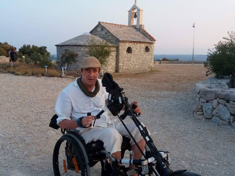 Erik met rolstoel in Kamenjak