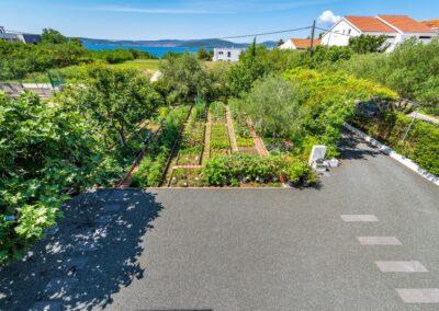 zicht op tuin en zee B&B Zadar