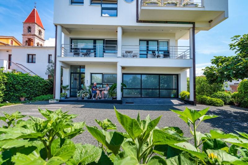 terrasje aan inkom B&B Zadar