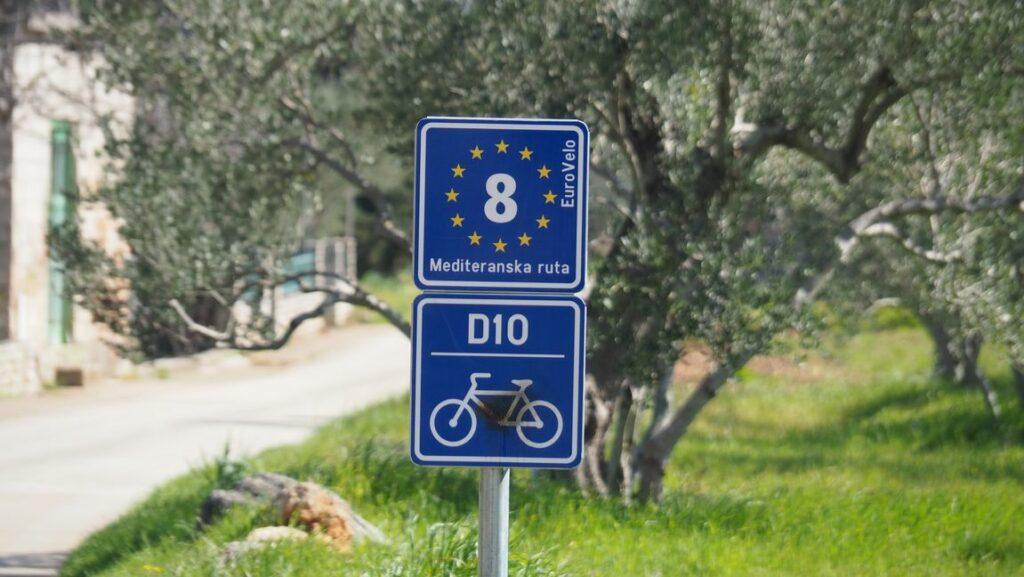 Eurovelo 8 eiland Ugljan, fietsen langs de kust van Kroatië