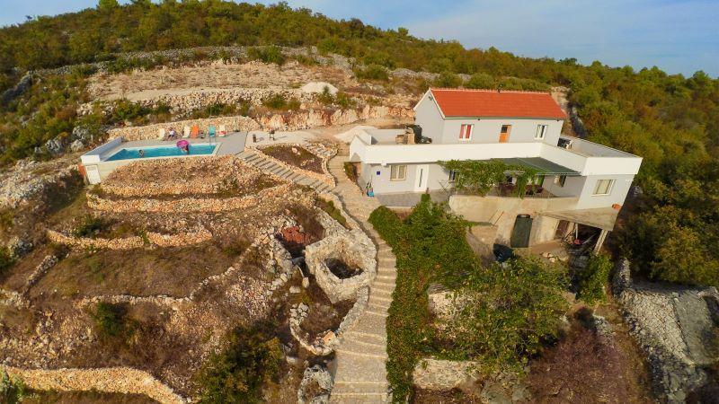 'On The Rocks' in Blizna Donja, vlakbij Trogir, Belgen in Kroatië