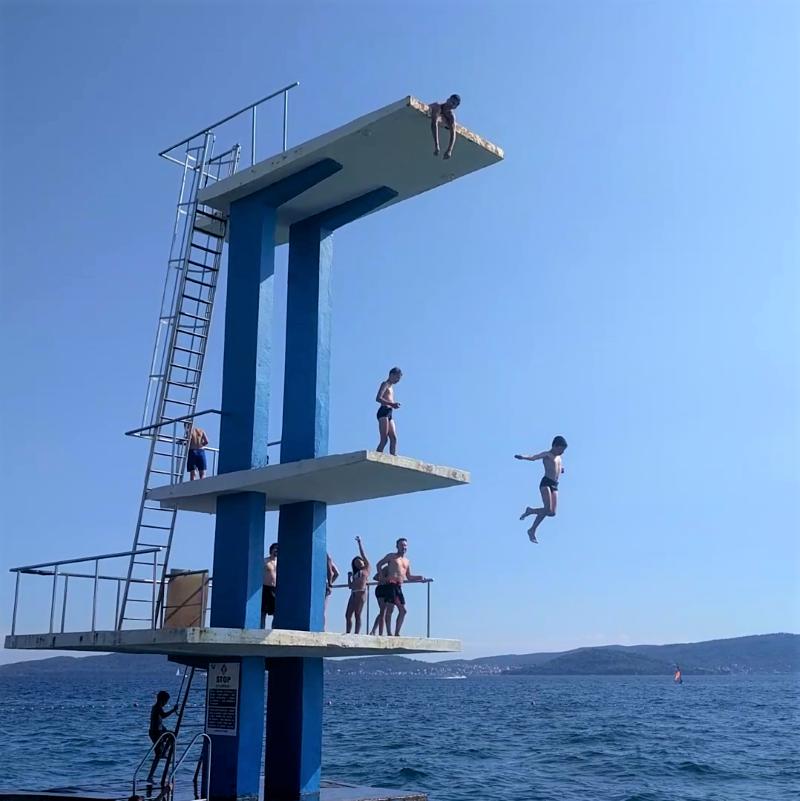 springplank in zee Zadar
