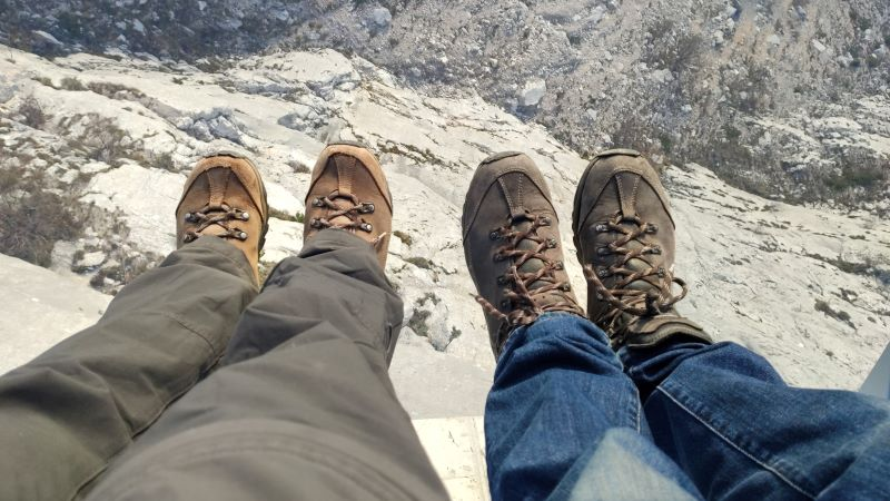 voeten op skywalk Biokovo